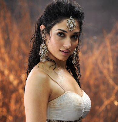 tamanna bhatia boobs