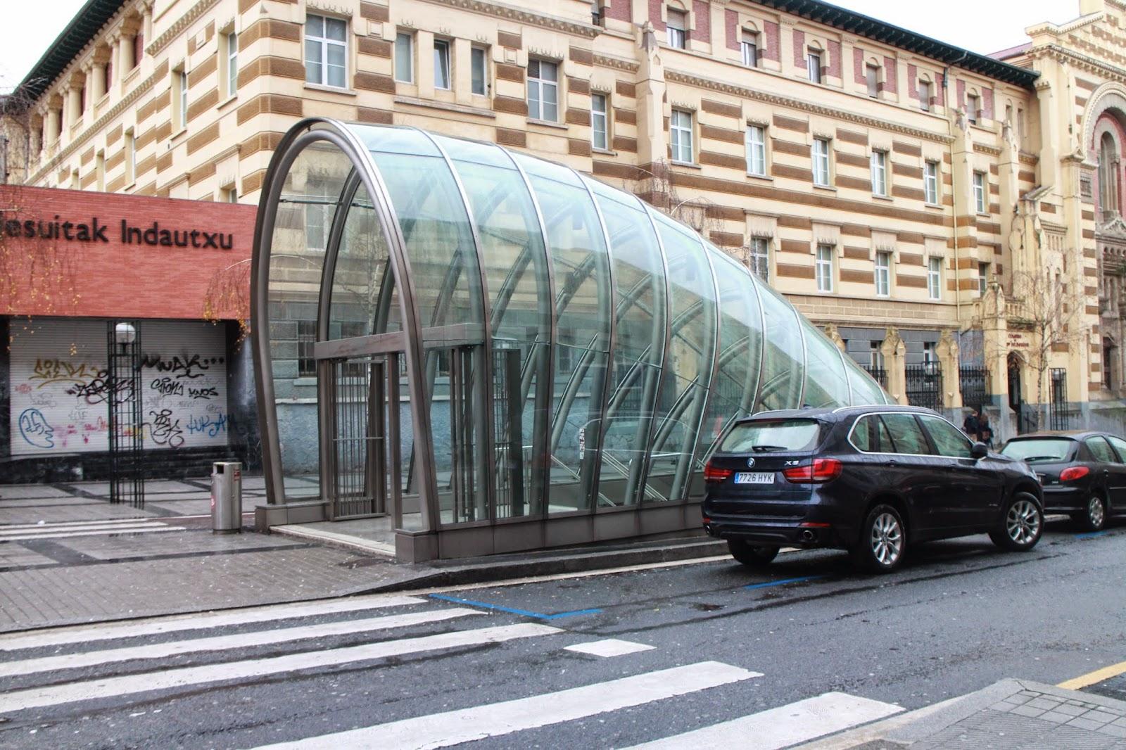 ファーストクラスに搭乗できたらブログやめるんだ: ノーマン=フォスター設計 メトロ・ビルバオの愉しみ方 - Metro de Bilbao designed by Norman Foster