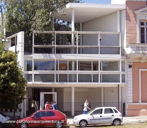 Fachada a la calle de la Casa Curutchet en La Plata, Buenos Aires, Argentina