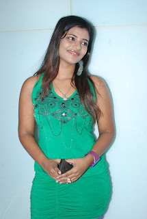 Tamil Television Serial Actress and Kalaignar TV Anchor Aishwarya Picture Gallery in Jeans