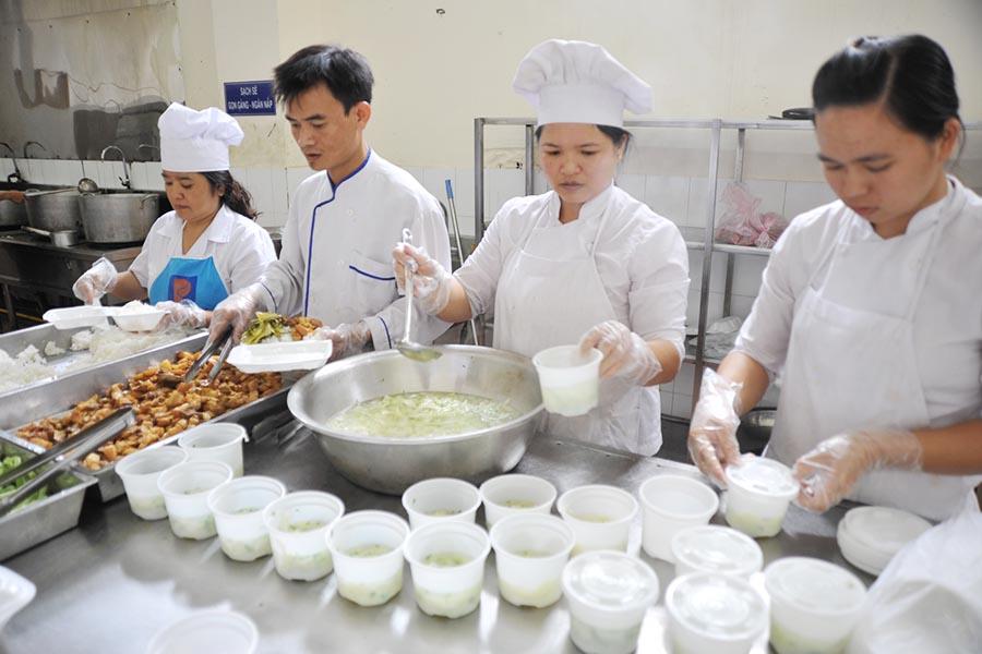 Gia Lai: Kỳ thi THPT Quốc Gia 2015 - Sĩ tử ấm lòng từ những suất ăn miễn phí