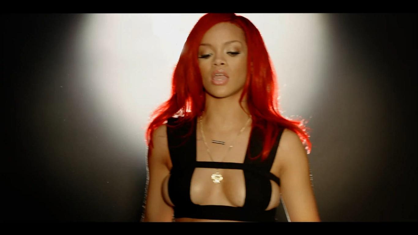 http://1.bp.blogspot.com/-aE194b2kLuY/TWFgcxPKIsI/AAAAAAAAcB0/uVAyxCHzA5k/s1600/Rihanna-All%2Bthe%2Blights1.jpg