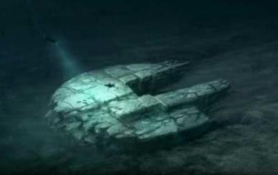 ovni con forma de nave halcon milenario de starwars en el mar baltico