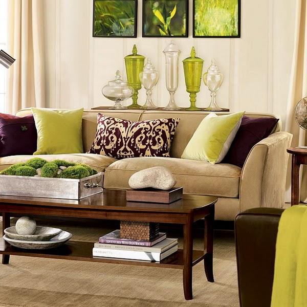 Decoração de sala com almofadas coloridas