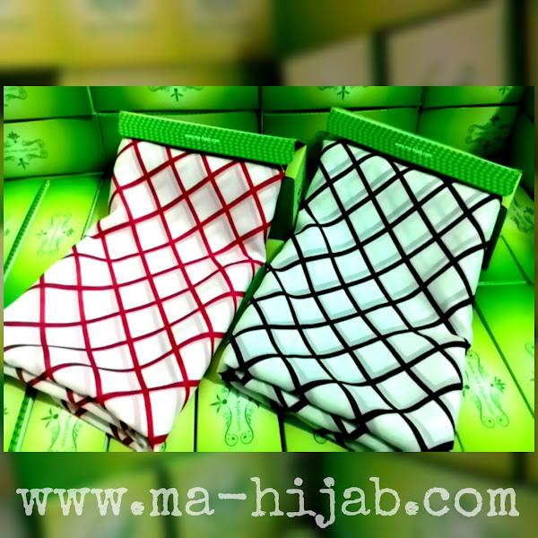 jilbab segi empat motif garis kotak