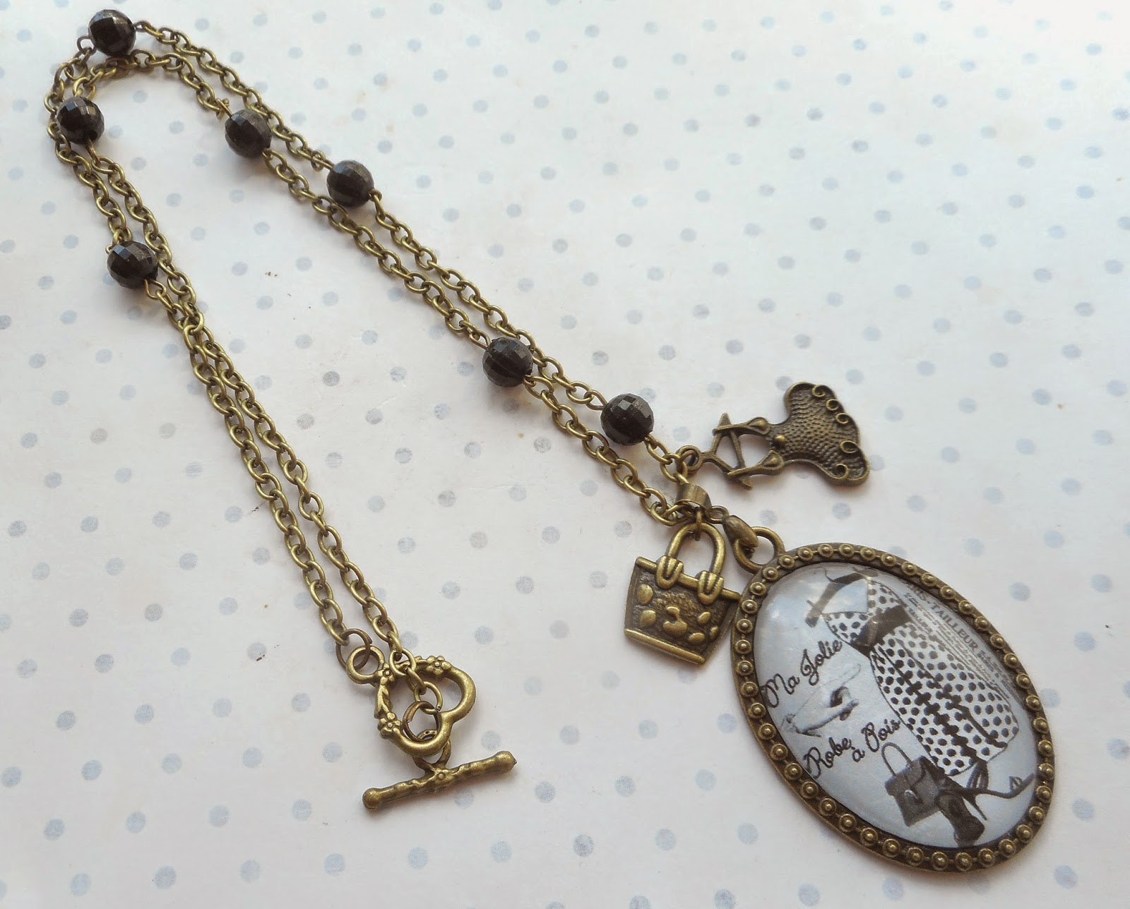 http://www.alittlemarket.com/collier/fr_collier_vintage_bronze_cabochon_verre_ma_jolie_robe_a_pois_creation_miss_coopecoll_-10986069.html