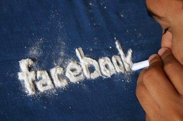 10 حقائق صادمة رهيبة لا تعرفها عن شبكة التواصل الإجتماعي فيسبوك تعرف عليها لآن 9 . أكثر من 350 مليون شخص يعانون من اضطرابات نتيجة ادمان شبكة فيسبوك !