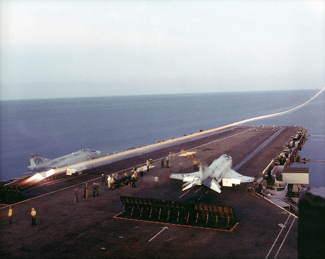 f4 phantom uçak gemisi