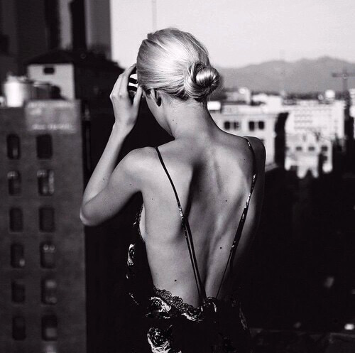 backless and chignon