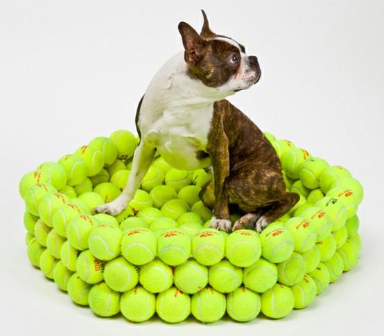 Cuccia esagonale per cani e gatti riciclando palline da tennis