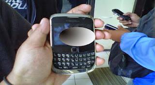 Penyebar Foto Bugil Polwan ( SesPri Polda Lampung ) Tertangkap.