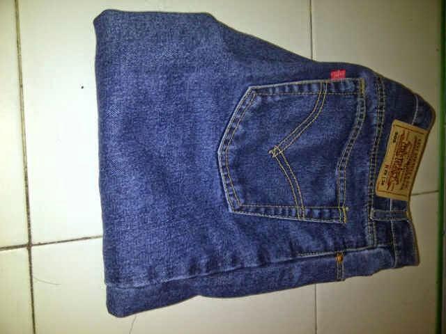 Celana Panjang Merek Levis dan Wrangler Kualitas Mall Surakarta