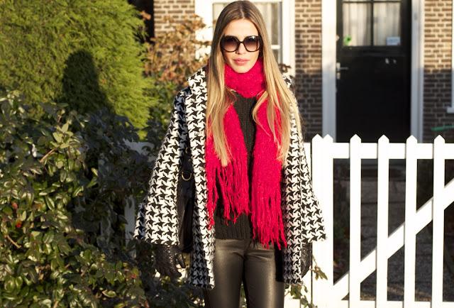 a filha do chefe streetstyle cachecol vermelho talita