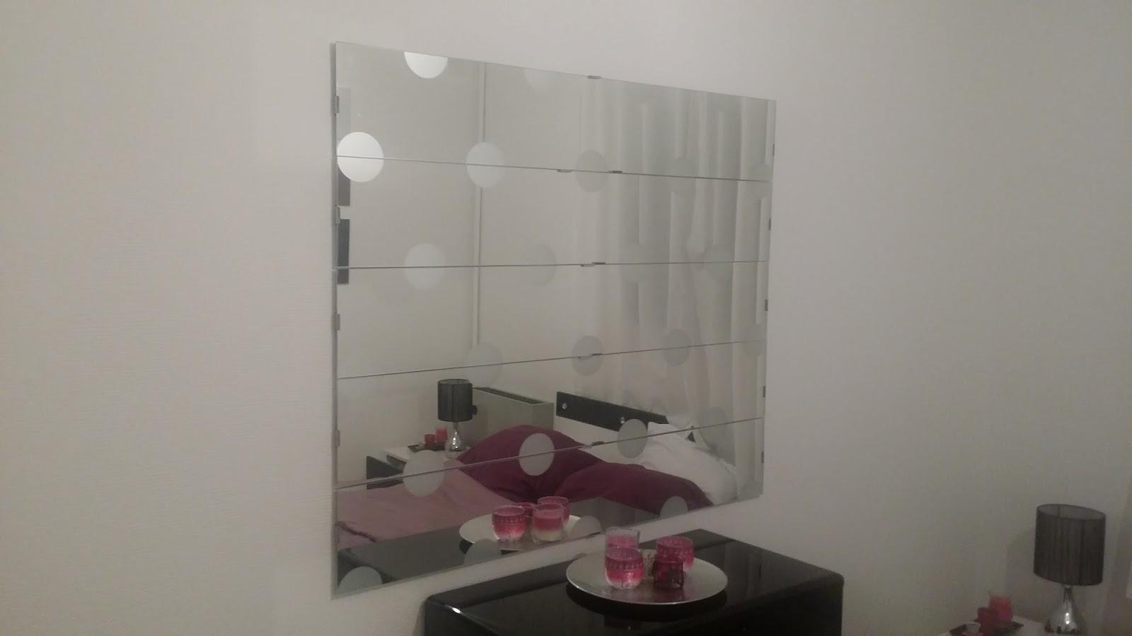 Customiser ses meuble on cr e un miroir en assemblant des for Miroir simple