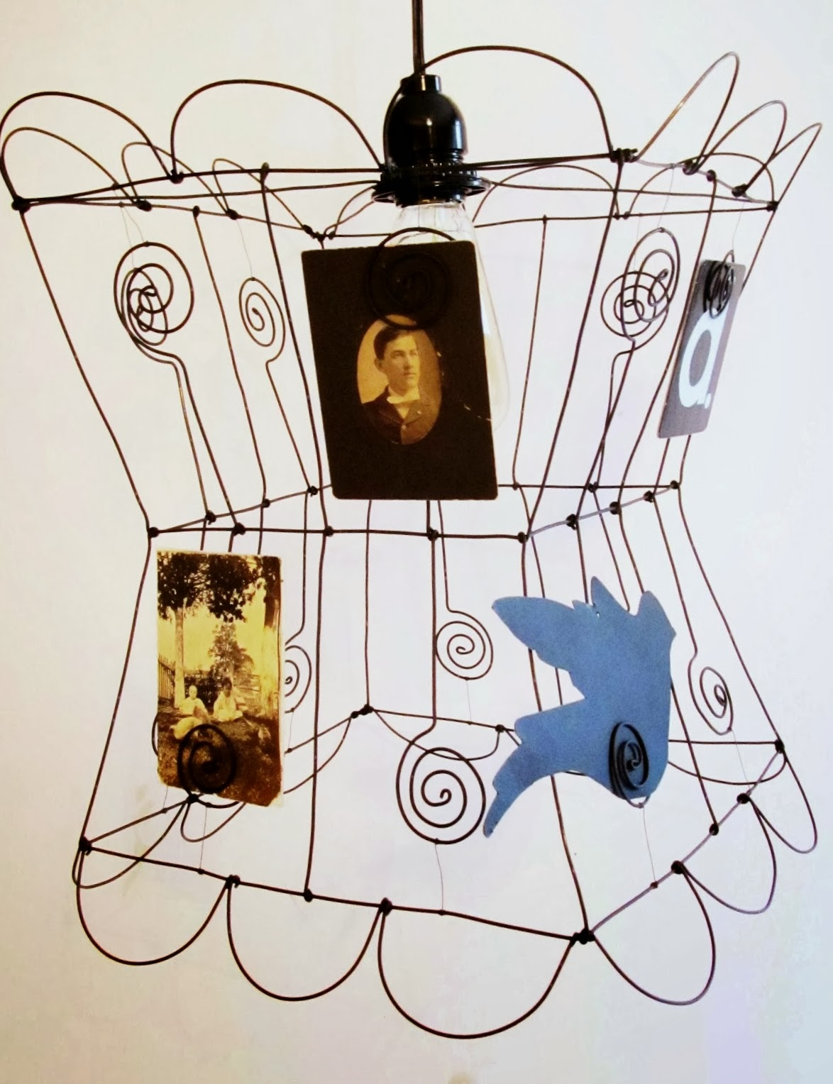 Wire photo holder lampshade
