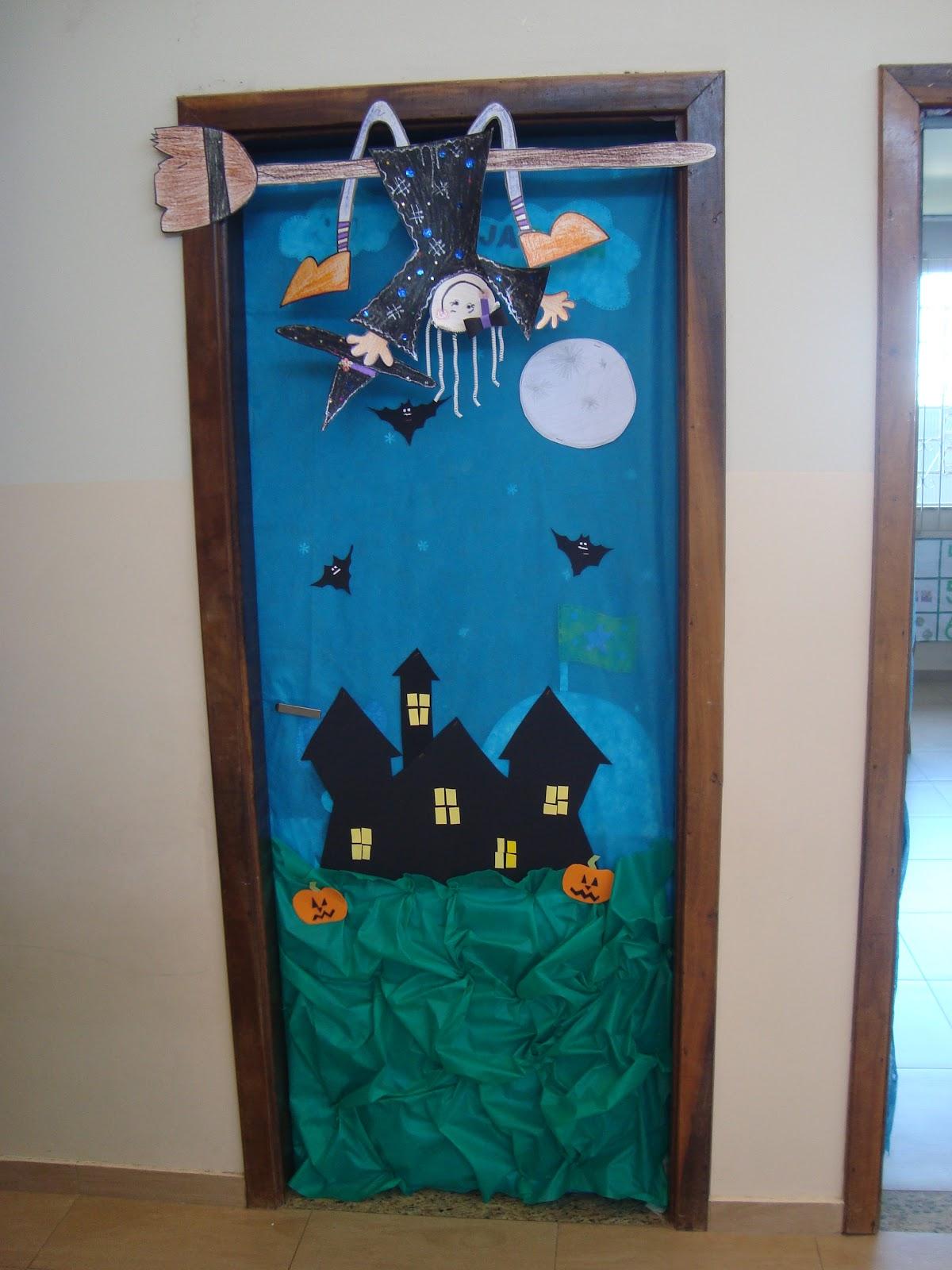 Profes criativas halloween portas decoradas for Puertas de halloween decoradas
