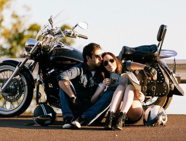 pareja-amor-moto