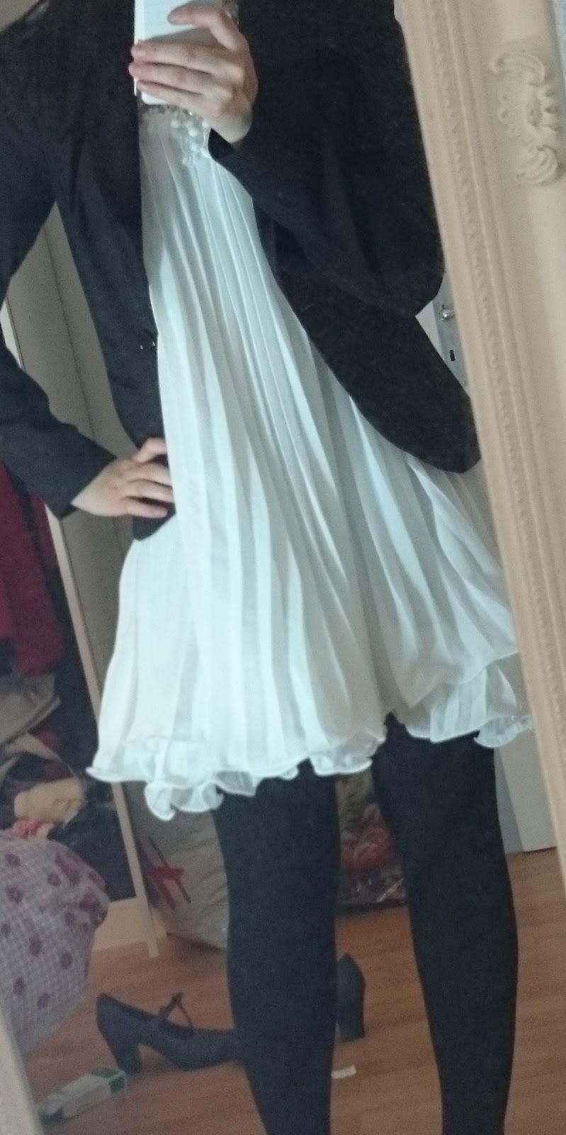 Sommerkleid mit Strickstrumpfhose