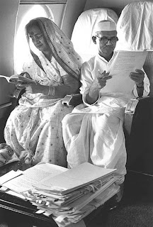 Lal Bahadur Shastri Working in flight while Travelling with his wife