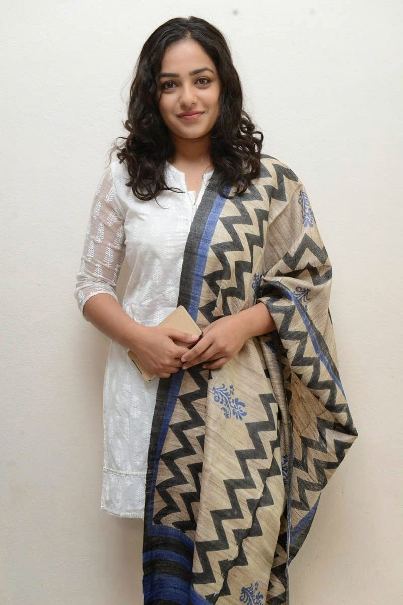 pimpandhost reallola-issue3 изображения #1 Nithya Menon Photo Gallery In White Salwar Kameez At Malli Idi