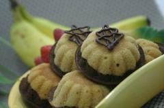 ... mudah, anda tinggal lihat di bawah ini...cake pisang coklat siap