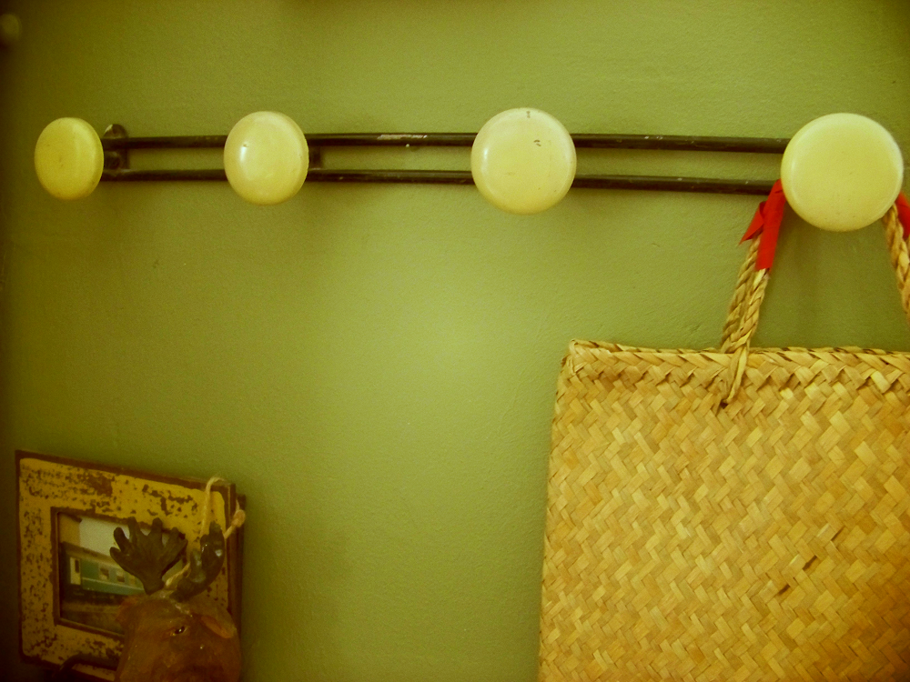 les vieux porte manteaux. Black Bedroom Furniture Sets. Home Design Ideas