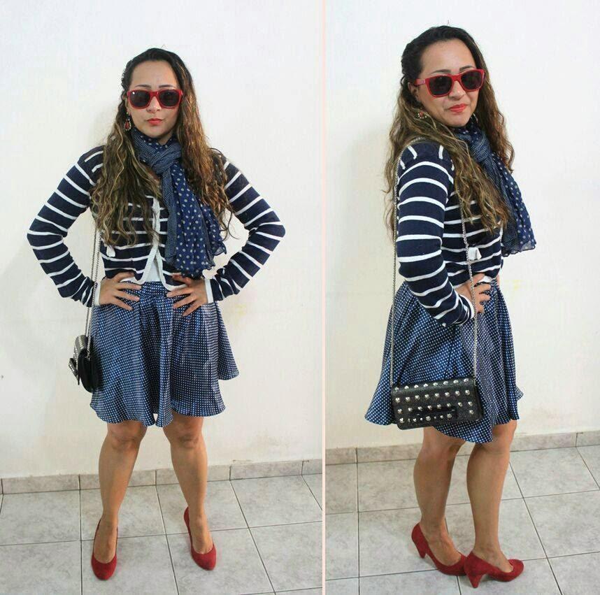 look inspiração pin up saia azul com bolinha branca, mistura de estampas
