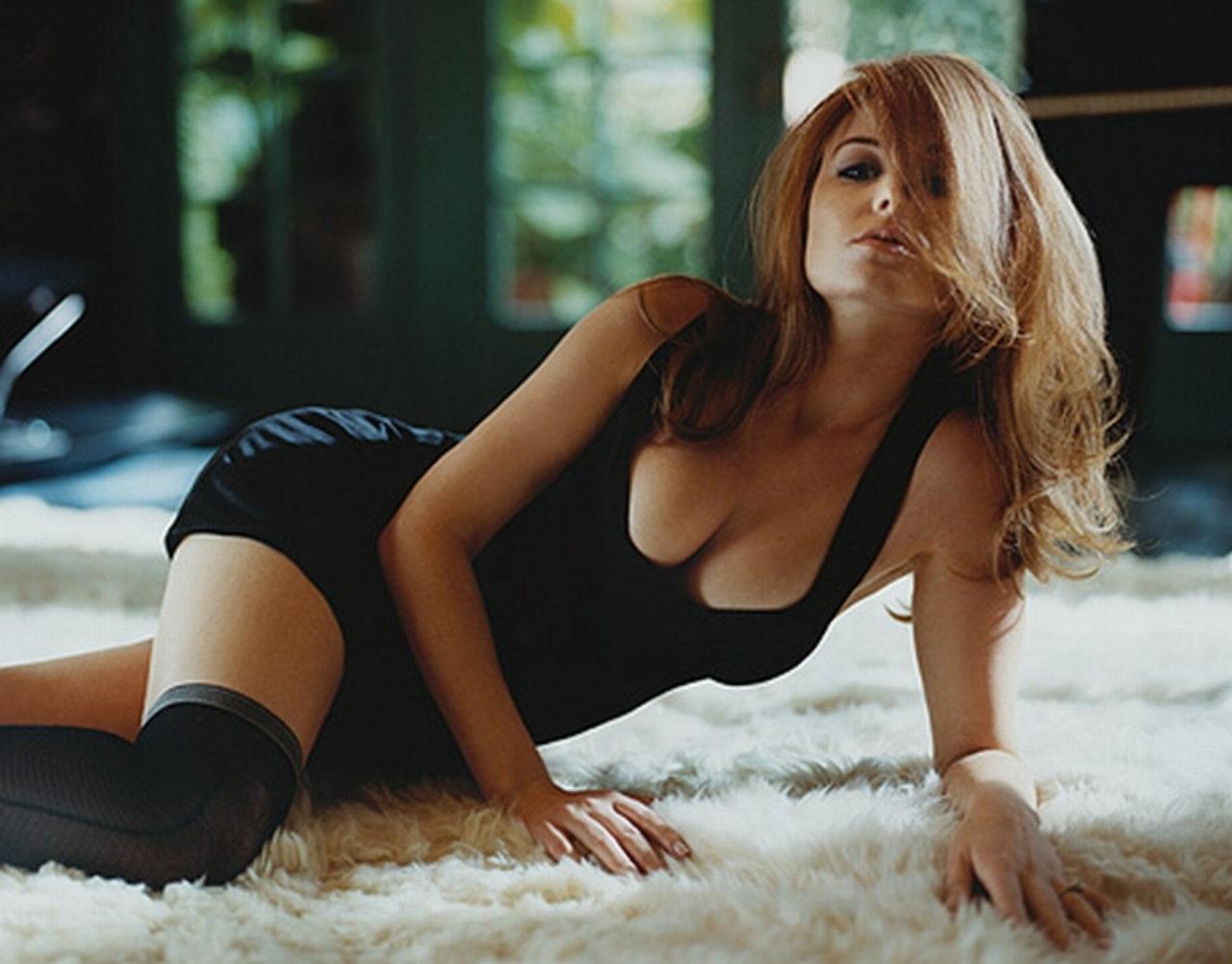 Sexy Isla Fisher Photos Near-Nude Isla