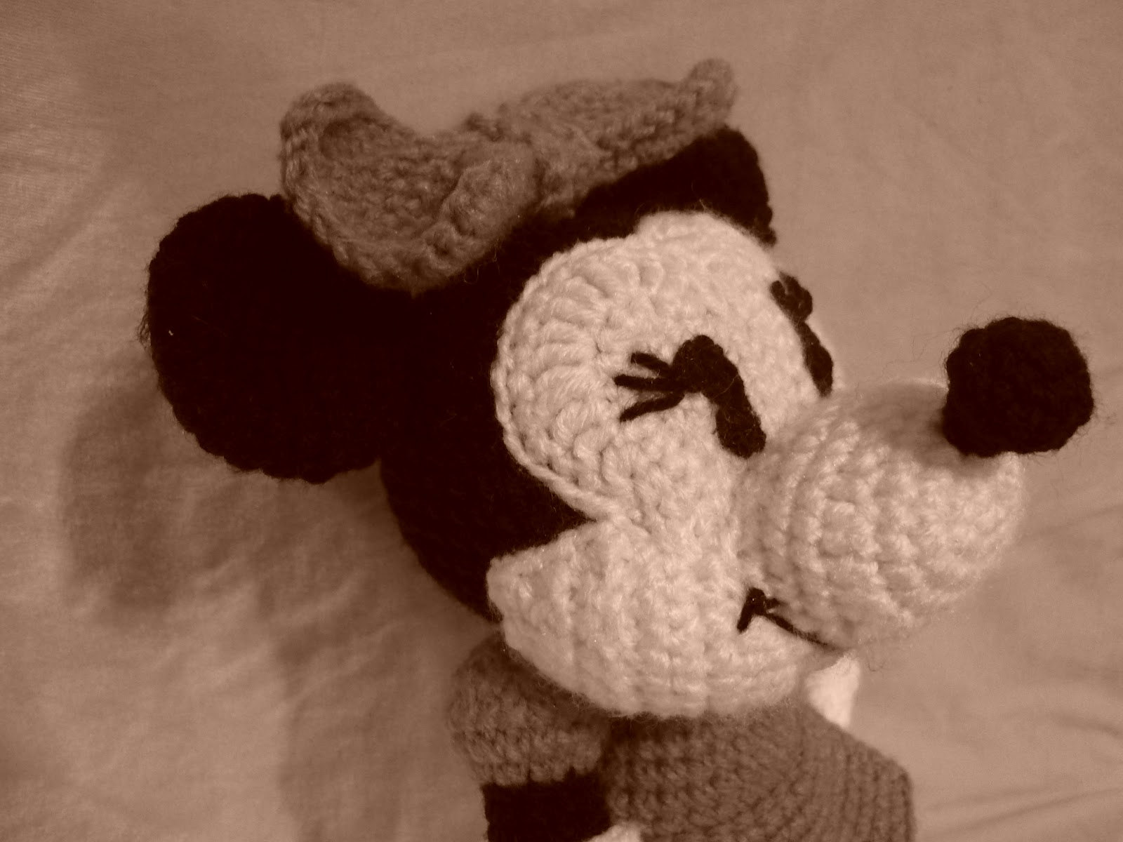 Tutorial Amigurumi Mickey Mouse : Mickey mouse amigurumi patron español mickey mouse amigurumi paso
