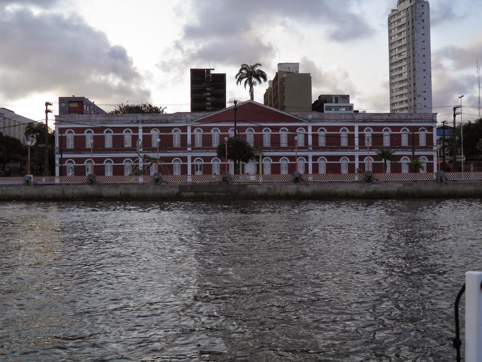 RECIFE; GINÁSIO PERNAMBUCANO; RECIFE; TURISMO; PASSEIO DE BARCO; PASSEIO DE CATAMARÃ; RIO CAPIBARIBE