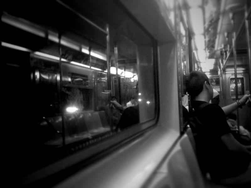 En el metro | The Idealist