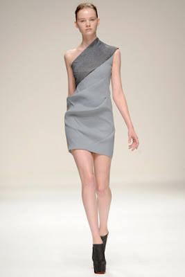 Couture Carrie: Awesome Asymmetric Dresses