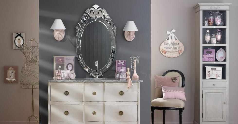 Boiserie c colori pastello in arredamento for Maison du monde mobili ingresso