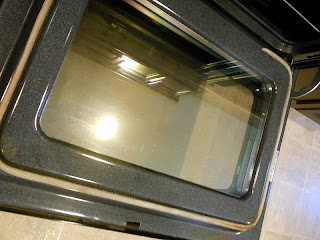 http://houseofwoyaks.blogspot.com/2012/01/clean-oven-door.html