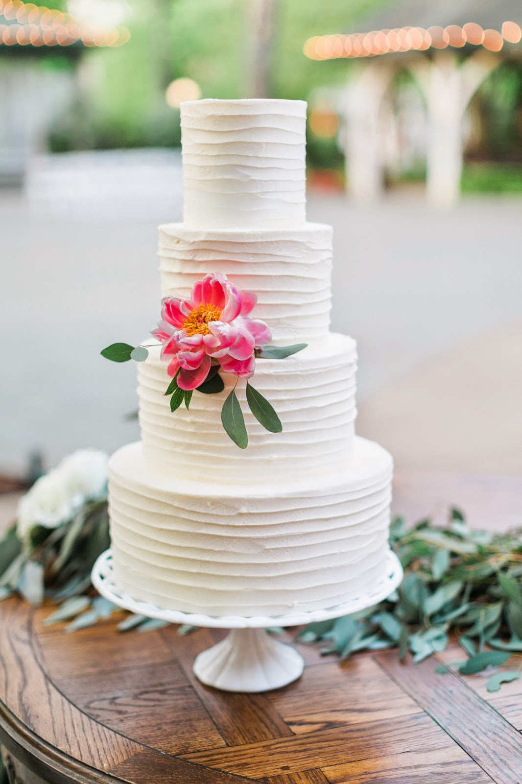 The Blooming Bride, DFW, Fort Worth, Texas, Wedding Flowers, wedding cake, sanford house