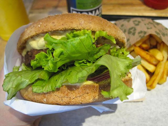 Vegan Burger in Paris Hank on Veega Blog