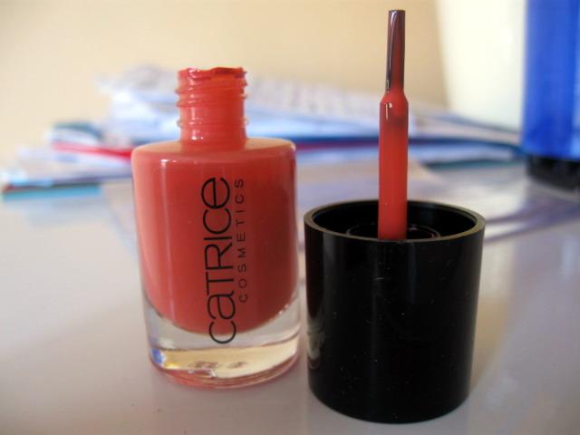 Na záver to, s čím som spokojná najviac - rúž ultimate colour