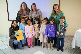 Alunos da Escola Municipal Pernalonga recebem sua premiação de 1° colocados