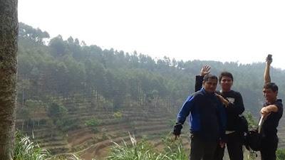 Malang, Jawa Timur ketika itu bersama Ilham Achmad dan Akmal Salam