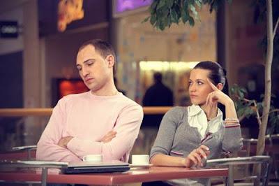 كيف تتعاملين مع تجاهل وإهمال حبيبك او زوجك لكى - رجل يتاجهل يتجنب يهمل امرأة - man ignoring woman