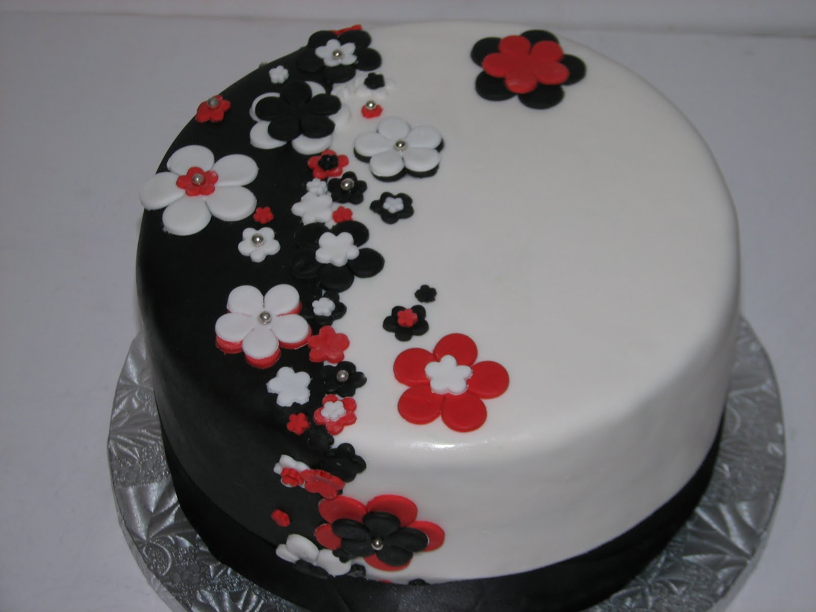 Three Colors Black Red and White Wedding Cakes Wedding