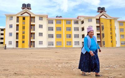 Morales entregó 160 viviendas a familias afectadas por el megadeslizamiento en La Paz