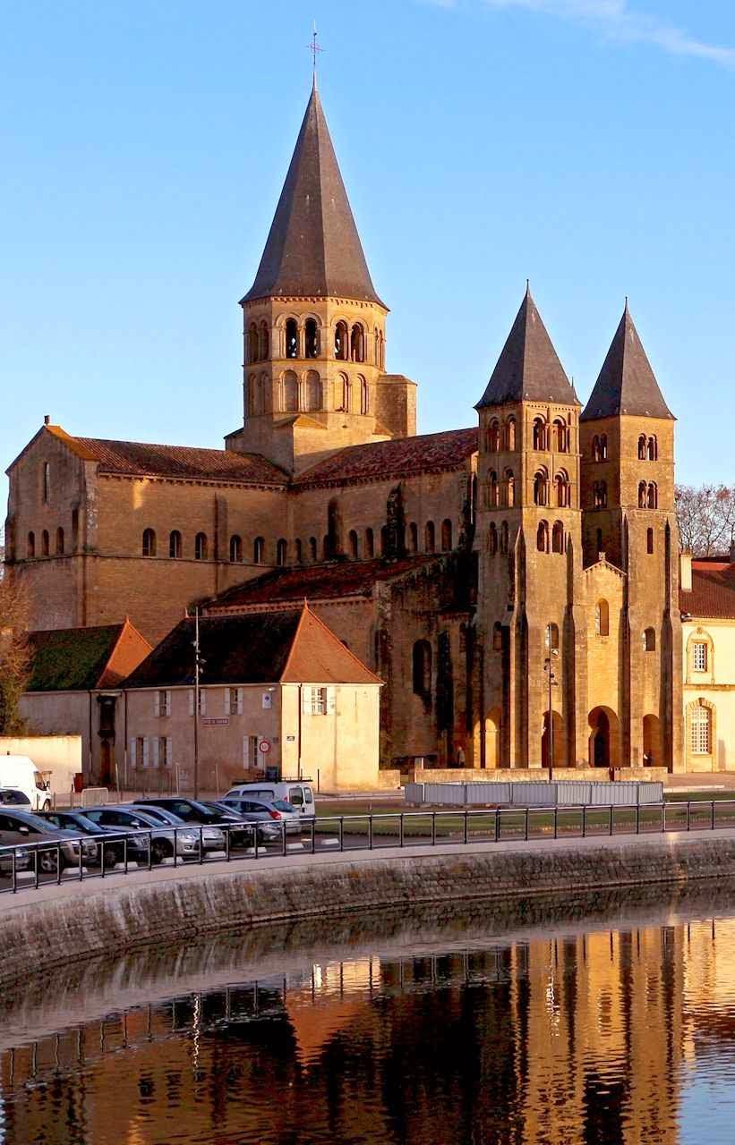 Paray-le-Monial é um fiel exemplo do estilo românico das abadias de Cluny