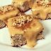 Receita de bolo de banana com quinoa e cobertura de pasta de amendoim com castanhas