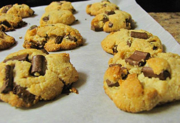 Easy Peasy: Paleo Chocolate Chip Cookies