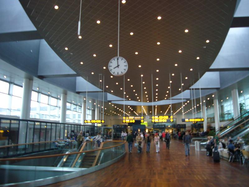 shemal tog til hamborg lufthavn