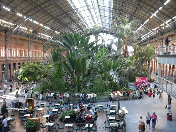Jardines De La Puerta De Atocha Of Di Capacidad En La Estaci N De Madrid Puerta De Atocha