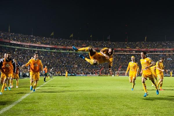 Joffre Guerron, jugador ecuatoriano, anotando el unico gol de la Final de ida del torneo Apertura 2014 de la Liga MX, entre Tigres y America | Ximinia