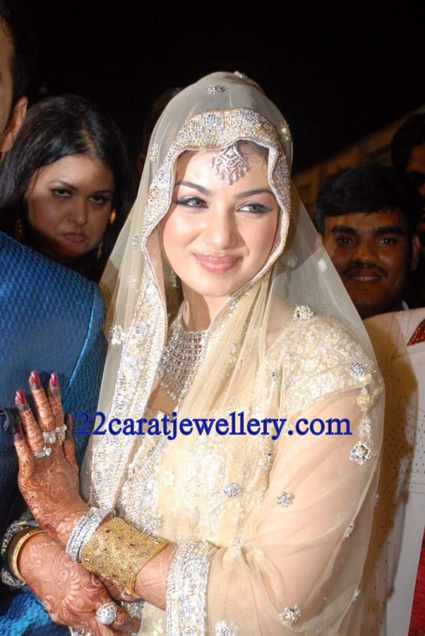 Ayesha Takia In Diamond Necklace Set