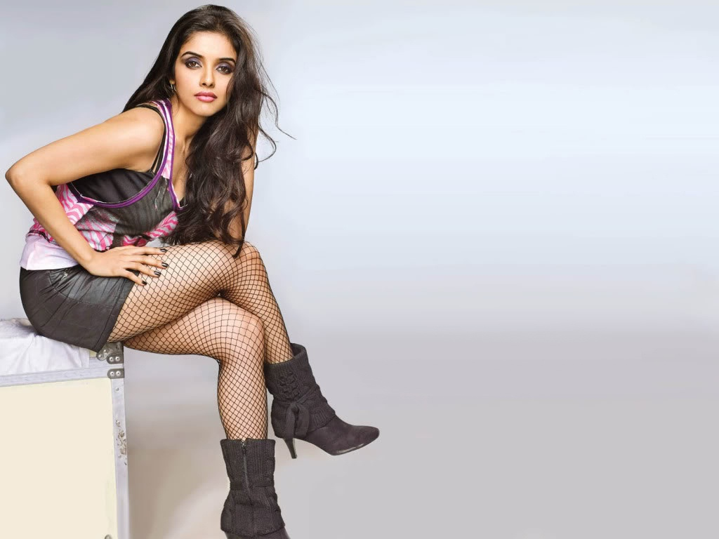HOT AND CUTE ACTRESS: ASIN IN BOOTS...HD WALLPAPERS